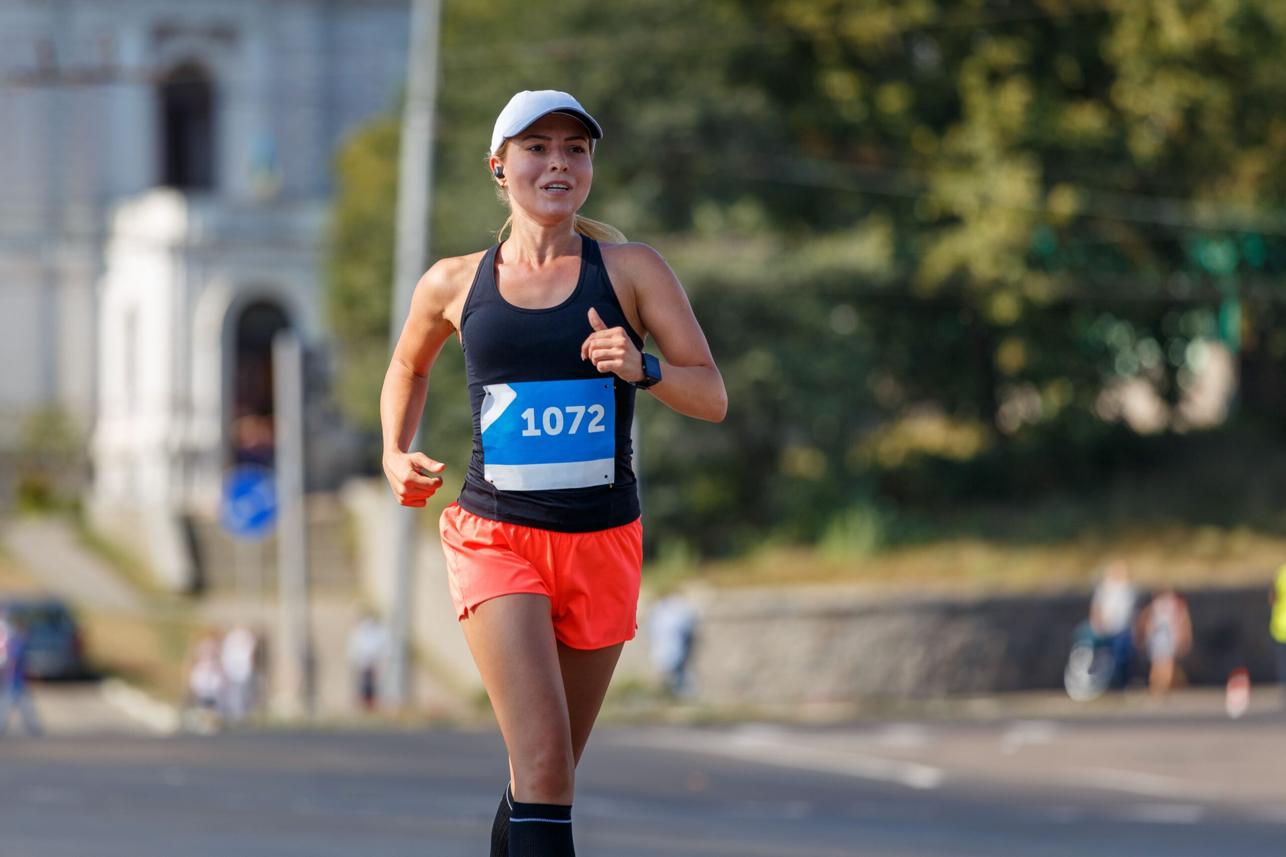 women running in marathon