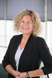 Kathryn Schneider headshot